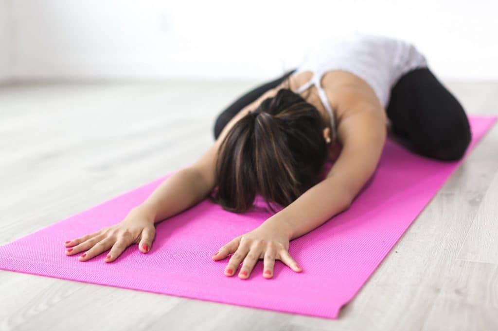 Qu'est-ce que le yoga : exemple de posture avec la grenouille