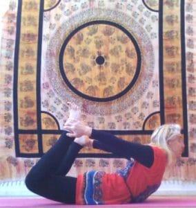 Hatha yoga : posture de l'arc - Dhanurasana