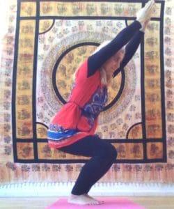 Hatha yoga : posture de la chaise - Utkatasana