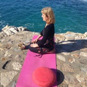 Hatha yoga : posture du diamant - Vajrasana
