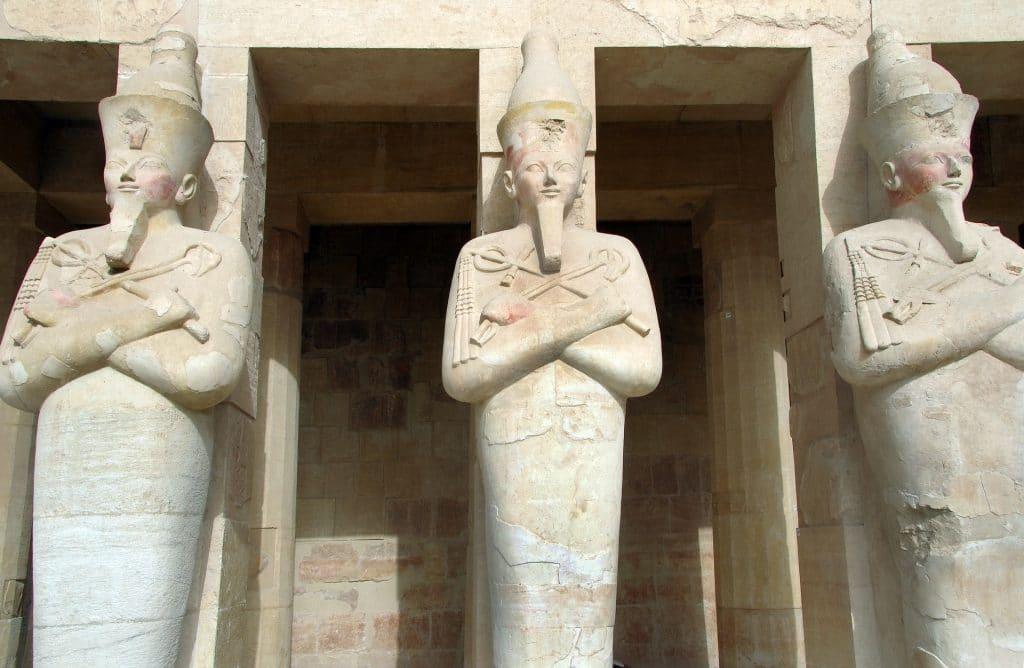 Yoga égyptien : exemple de l'Egypte antique avec la Vallée des reines