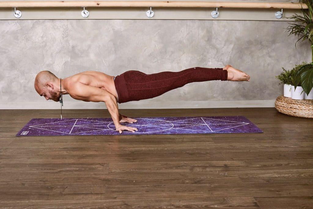 Hatha yoga : Posture du paon - Mayurasana