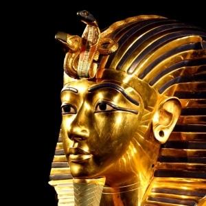 Yoga égyptien : exemple avec l'uraeus sur la masque funéraire de Toutankhamon