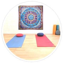 Cours de yoga à Nice : yoga adultes au studio Yoga-Nice le port