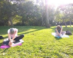 Yoga en plein air au parc Castel des deux rois